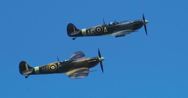spitfire-496024_960_720-resized