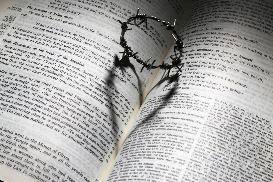 636225556689067741-670479794_bible-crown-of-thorns-and-heart-image-2
